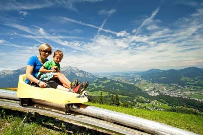 Corsa estiva al toboggan al Bad D'rrnberg - Hotel Kirchenwirt a Puch vicino a Salisburgo, Austria