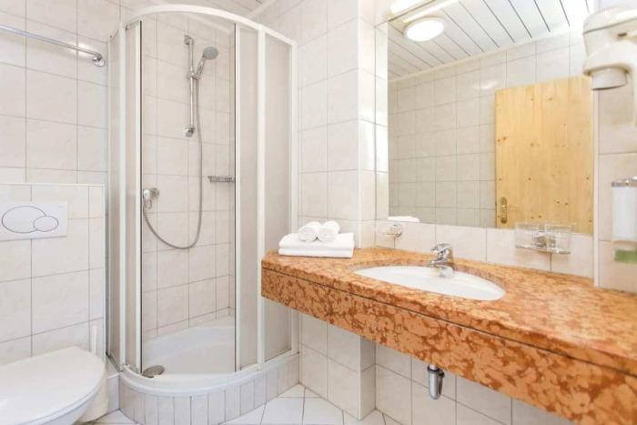 Badeværelse en Hotel Kirchenwirt i Puch nær Salzburg, Østrig